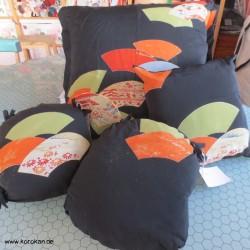 großes Kissen aus Tomesode...