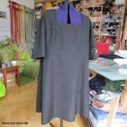 Kleid aus gedeckter Kimono...