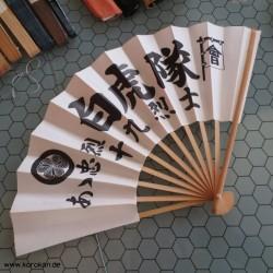 Fächer mit Kanji und Mon,...