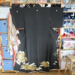 Tomesode Kimono mit Pinien...